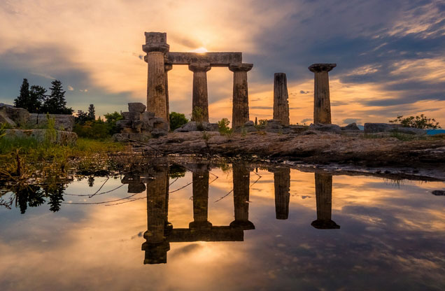 Ancient Corinth/Canal - Mycenae - Nafplion/Palamidi from Athens: View of a temple in ancient Corinth at sunset