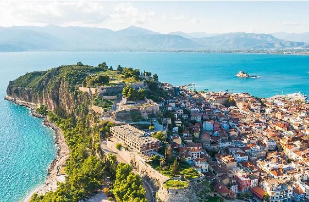 η θέα της πόλης του Ναυπλίου από ψηλά