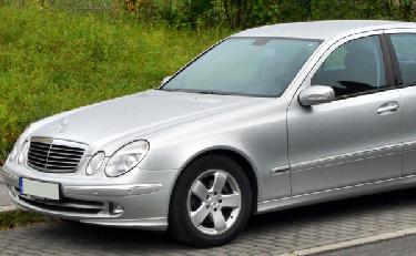 Μετακινήσεις Unique Greek Tours: ασημένιο ταξί Mercedes