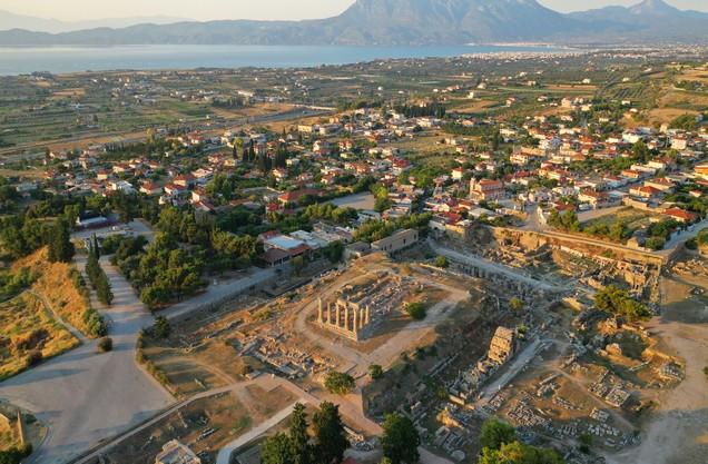 ερείπια ναού στην αρχαία Κόρινθο