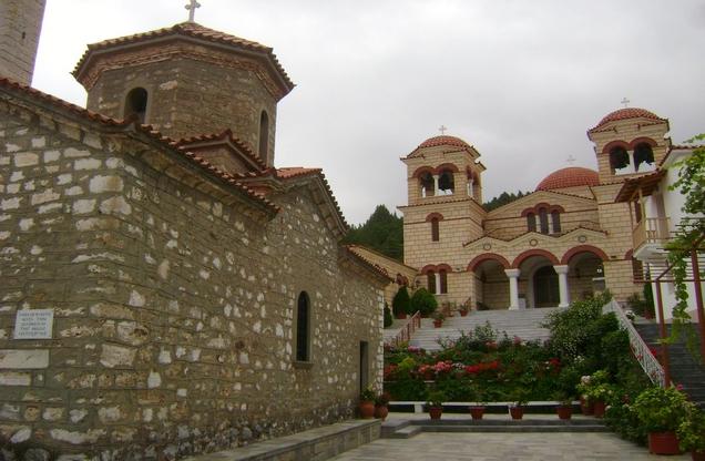 θέα της αυλής στο ιερό μοναστήρι της Μαλεβής