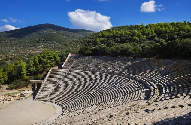 άποψη του αρχαίου θεάτρου της Επιδαύρου από ψηλά