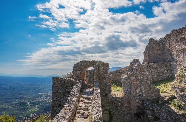 η θέα από τα κάστρα του Μυστρά στη Λακωνία, Σπάρτη