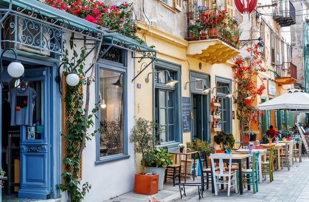γευσιγνωσία στο Ναύπλιο, παραδοσιακό μαγαζί σε δρόμο στο Ναύπλιο