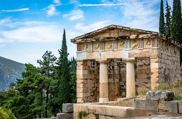 αρχαίος μαρμάρινος ναός στους Δελφούς