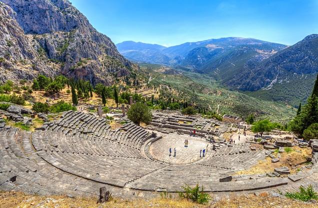 αρχαίο ελληνικό θέατρο στους Δελφούς