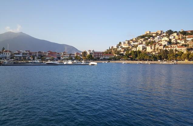 η θέα του λιμανιού του Ναυπλίου από την θάλασσα
