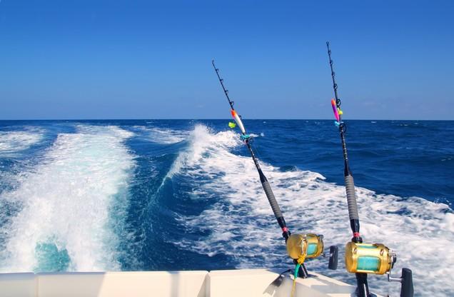 καλάμια ψαρέματος σε καΐκι στο Ναύπλιο