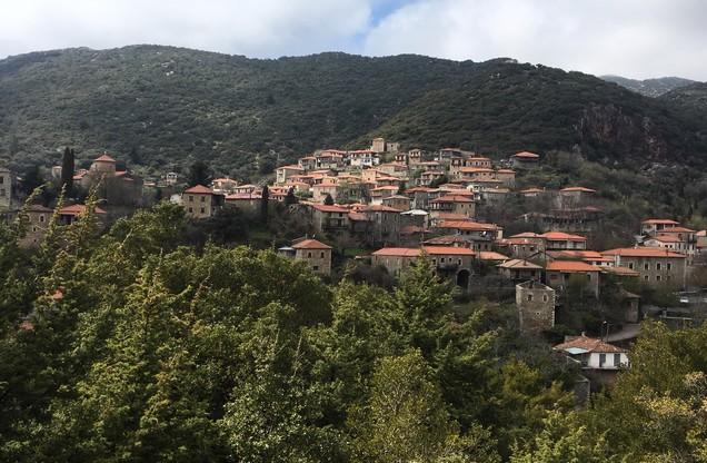 θέα του χωριού της Δημητσάνας από ψηλά