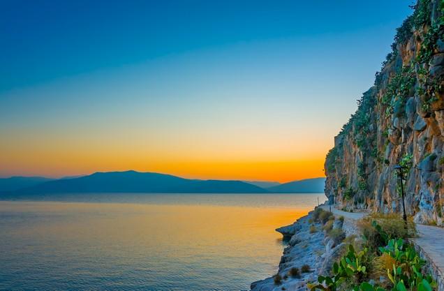 θέα του ηλιοβασιλέματος στην παραλία του Καραθώνα