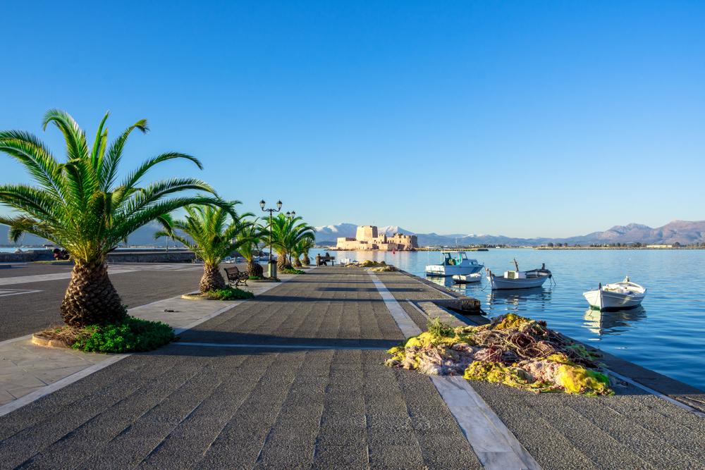 θέα στο κάστρο Μπούρτζι από το λιμάνι του Ναυπλίου