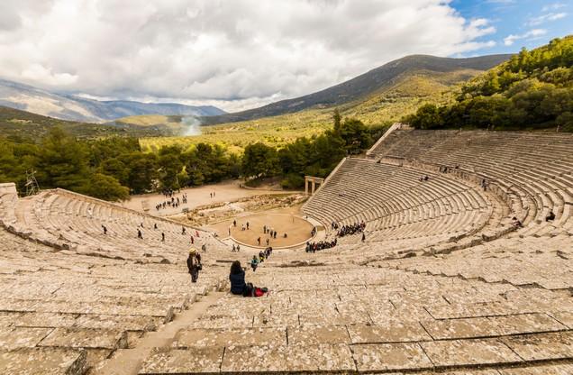πανοραμική θέα του αρχαίου θεάτρου της Επιδαύρου