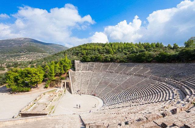 Μυκήνες - Επίδαυρος από Ναύπλιο: πανοραμική θέα του αρχαίου θεάτρου της Επιδαύρου