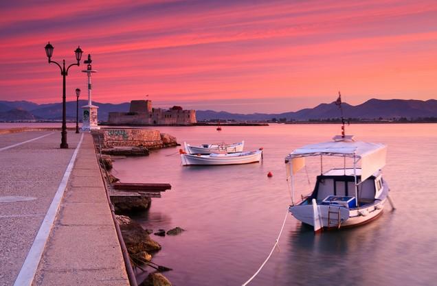 το λιμάνι του Ναυπλίου το ηλιοβασίλεμα