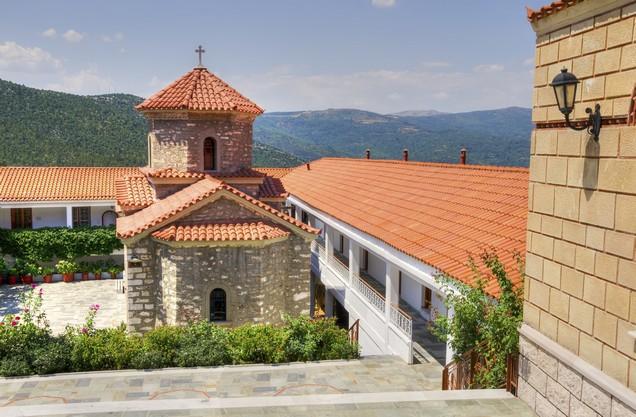 πέτρινη εκκλησία στην Ιερά Μονή Μαλεβής