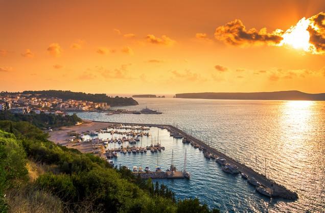 το λιμάνι της Πύλου κατά το ηλιοβασίλεμα