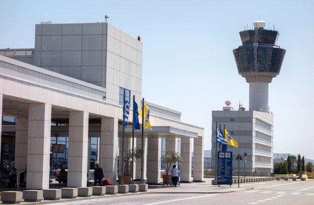 Αεροδρόμιο Αθήνας Ελ.Βενιζέλος από ή προς Μέθανα-Γαλατά-Πόρο: άποψη της εισόδου του αεροδρομίου της Αθήνας